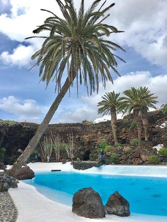 Punta Mujeres, Spain: het opvallende zwembad in deze open grot