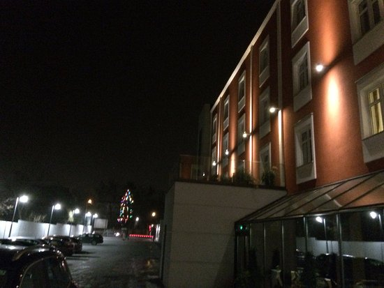 Rybnik, โปแลนด์: parking na tyłach hotelu