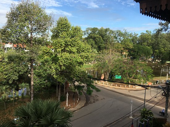 Angkor Sayana Hotel & Spa: Good view from the deluxe room with balcony.