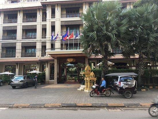 Angkor Sayana Hotel & Spa: Always a Tuk Tuk ready to take you somewhere.