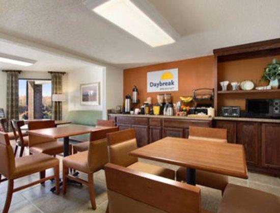Days Inn Tappahannock: Breakfast Area