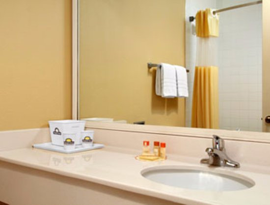 Days Inn Tappahannock: Updated Bathrooms