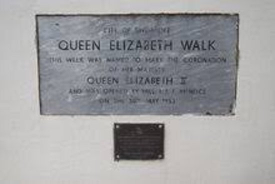 ‪Queen Elizabeth Walk‬