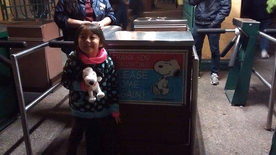 Buena Park, Californië: Placa de agradecimento a visita na saida do parque