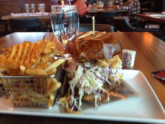 Ledyard, CT: Motley Crew Pulled Pork Sandwich
