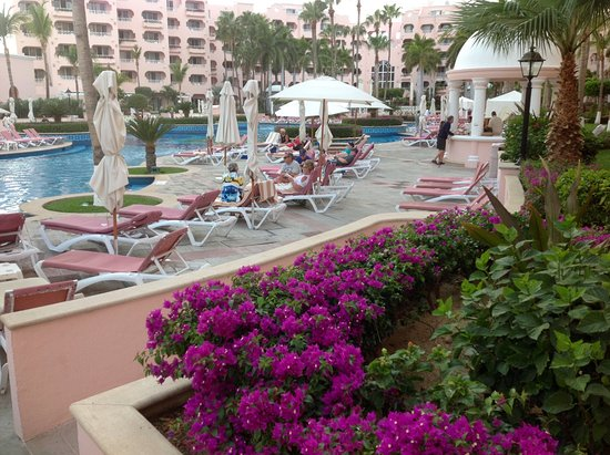 Pueblo Bonito Rose: Enjoying the day by the pool few steps away from the beach