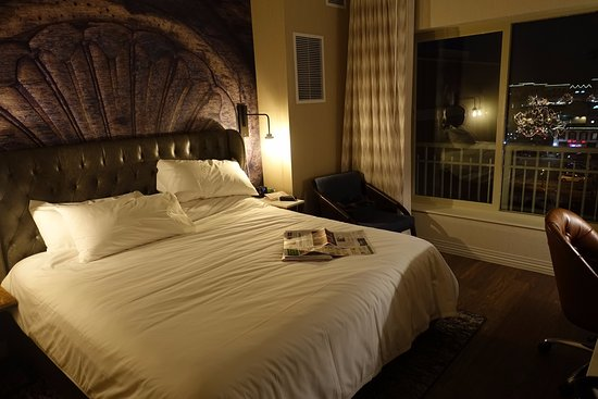 Hotel Indigo Naperville Riverwalk