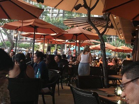 Hilton Hawaiian Village Waikiki Beach Resort: ビーチに隣接するレストラン。気楽です。