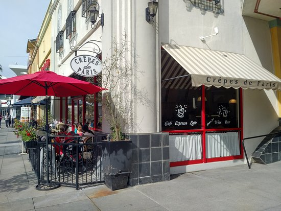 Exterior of Crepes de Paris in Brea, CA
