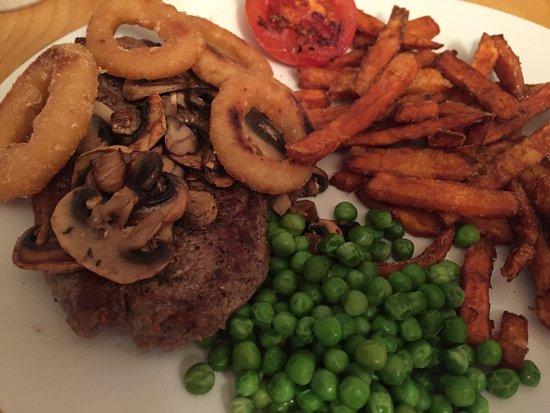 Pembrey, UK: 8oz serloin steak with sweet potato fries & a 16oz gammon with jacket potato-simply delicious 😍