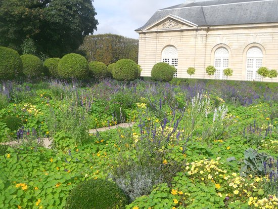 Sceaux, France: gardens and other building