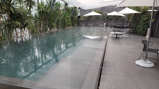 Distrito Capital: The pool was heated, for all weather use The whole scene around it is similar to a W Hotel.