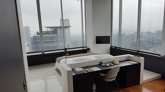 Distrito Capital: The desk and bed point out to the city. Good luck getting any work done!
