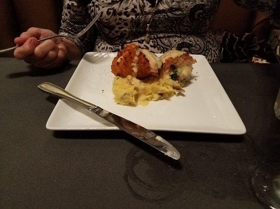 Gastonia, Kuzey Carolina: Chicken Cordon Bleu with Mashed Potatoes