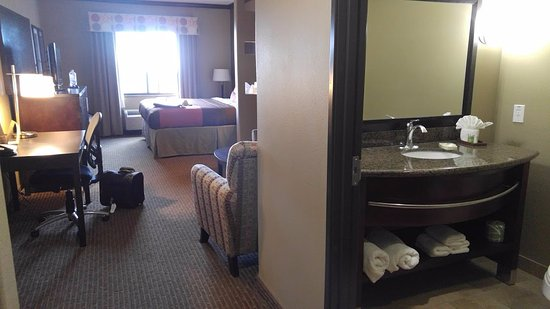 Denison, TX: Room 324 - king suite, plenty of toiletries