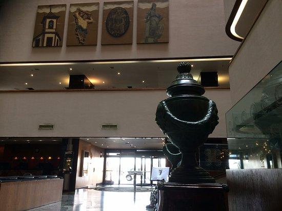 Ouro Minas Palace Hotel: Lobby e vista da entrada