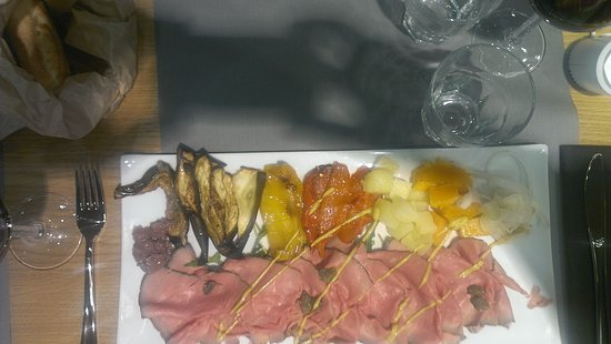 Tessera, Italia: plate service fresh good quality a bit expensive compared to other aeroports restaurants