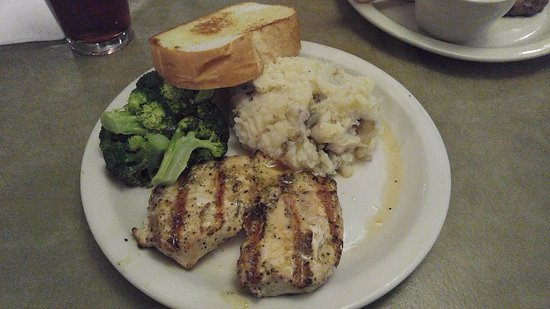 Denison, Teksas: Butterfried Chicken with broccoli, mashed potatoes, and Texas toast