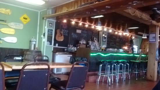Knoxville, MD: The bar area