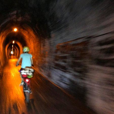 Thames, Nueva Zelanda: Through the Karangahake Rail Tunnel- one of the longest in NZ