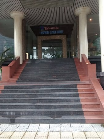 Danang Petro Hotel: Acces to hotel is only up these steep steps