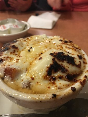 Crystal Lake, إلينوي: Burnt cheese on top of salty French onion soup