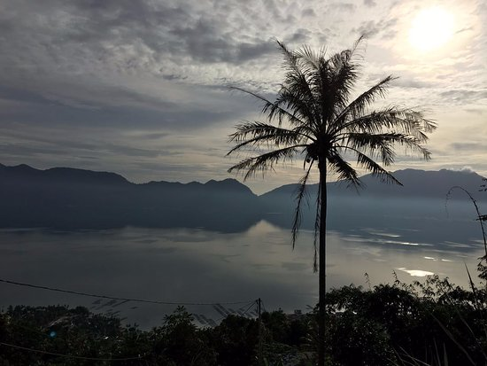 View kearah danau Maninjau dari Kelok 44