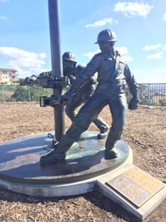 Memorial to the oil workers of Signal Hill