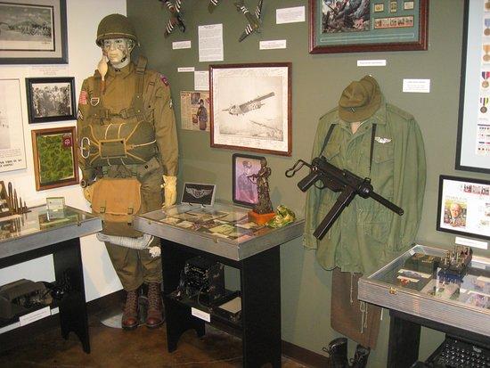 โบรกเคนแอร์โรว์, โอคลาโฮมา: A portion of the WWII room.