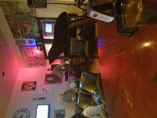 Glen Allen, VA: MONA'S Cigar Bar.