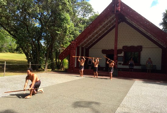 Paihia, New Zealand: Warriors Challenge to the Visitors