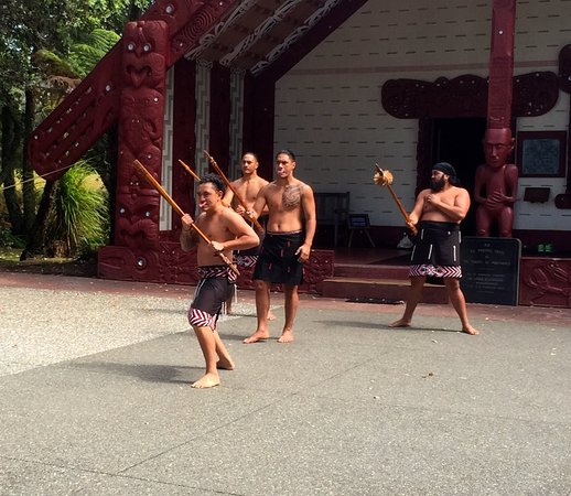 Paihia, New Zealand: Warriors Welcome/Challange
