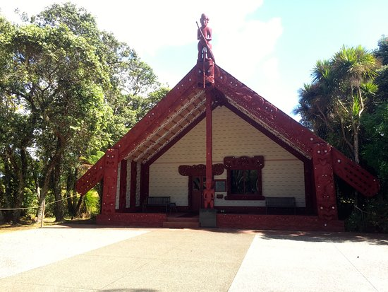 Waitangi Treaty Grounds: The Carved Meeting House