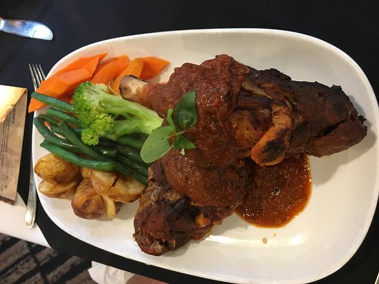 Nowra, Австралия: Lamb Shanks with Veggies
