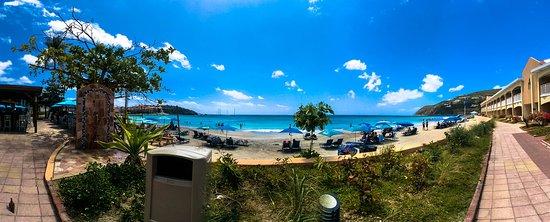 Divi Little Bay Beach Resort: Little Bay Beach near Gizmo's