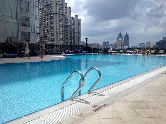 Rooftop Pool By Day Bild Von New World Shanghai Hotel Shanghai