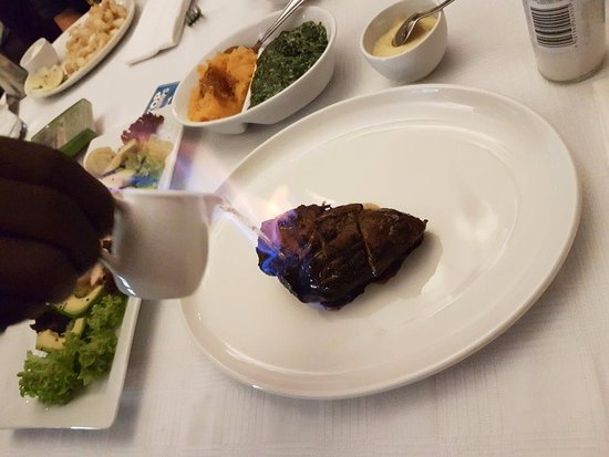 Kloof, África do Sul: flambe fillet with Bearnaise sauce and veg