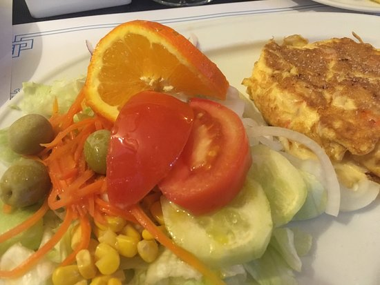 Joanny Bar: Prawn omelette and chips