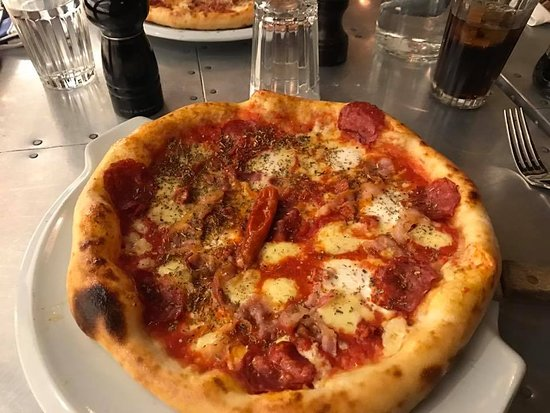 Jamie's Italian: Piggy Pizza is so good, crispy and chewy base and lovely toppings take the extra mozerella chees