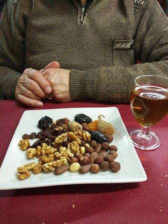 Viladecans, إسبانيا: Postre Músic con frutos secos y moscatel