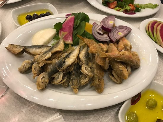 Mudanya, Turcja: Local agradable, muy agradable y pescado recien llegado de la barca. Salmonetes riquisimos y tod
