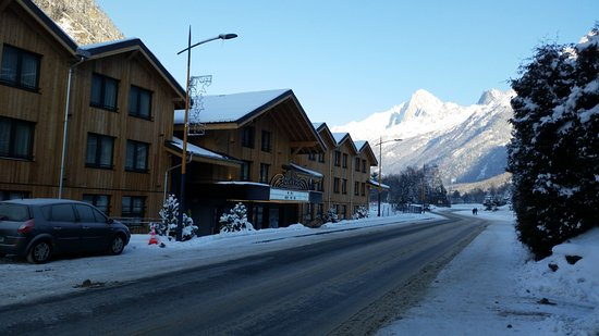Les Houches, France: Exterior of RockyPop from the road