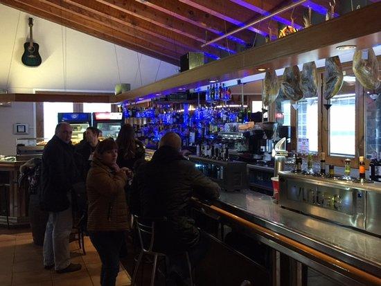 Encamp, Andorra: В ресторане.