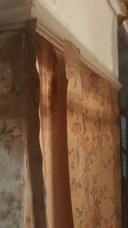 Llanwrtyd Wells, UK: Wallpaper having of the wall