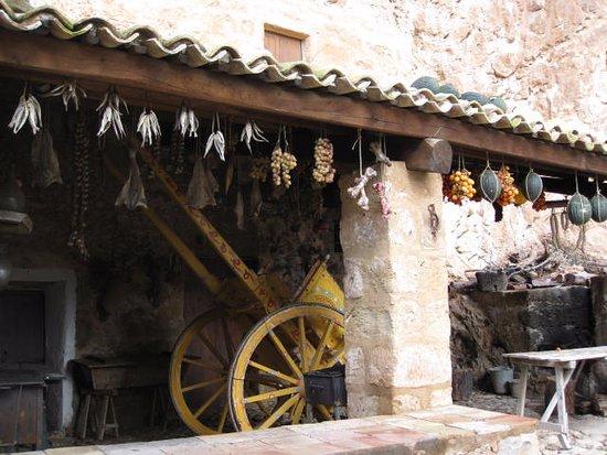 Кустоначи, Италия: Una tettoia esterna