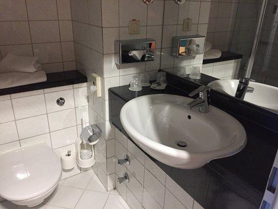 schones badezimmer, schönes badezimmer - picture of mercure hotel ingolstadt, ingolstadt, Design ideen