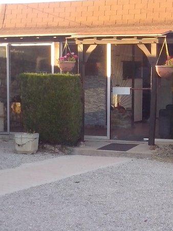 Escolives-Sainte-Camille, Prancis: vue extérieur