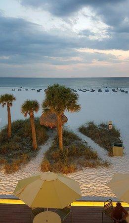Sirata Beach Resort: Beautiful Evening view!