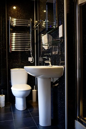 Regent House Hotel: Bathroom for Quadruple Room (4 pax)