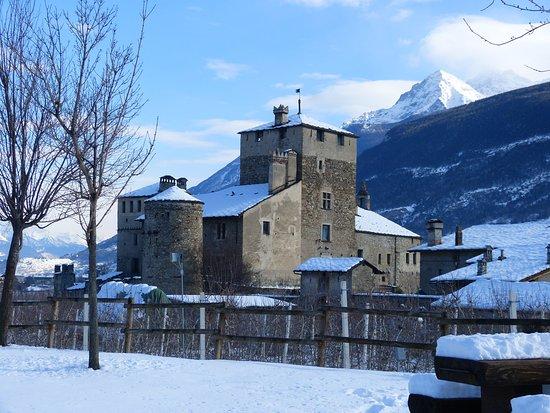 St. Pierre, Italia: joli chateau